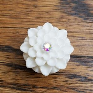 Jewelry - White floral ear gauges